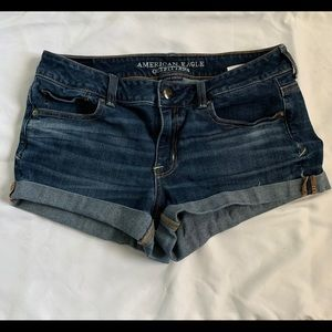 Mid rise American Eagle shortie